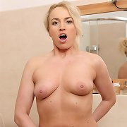 Bathroom sexy tour with mature milf Eve Valentine