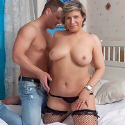 Milf fatty housewife get smacked deeply on a bed
