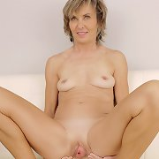 Horny mom Lillian is fresh enough to surprise you